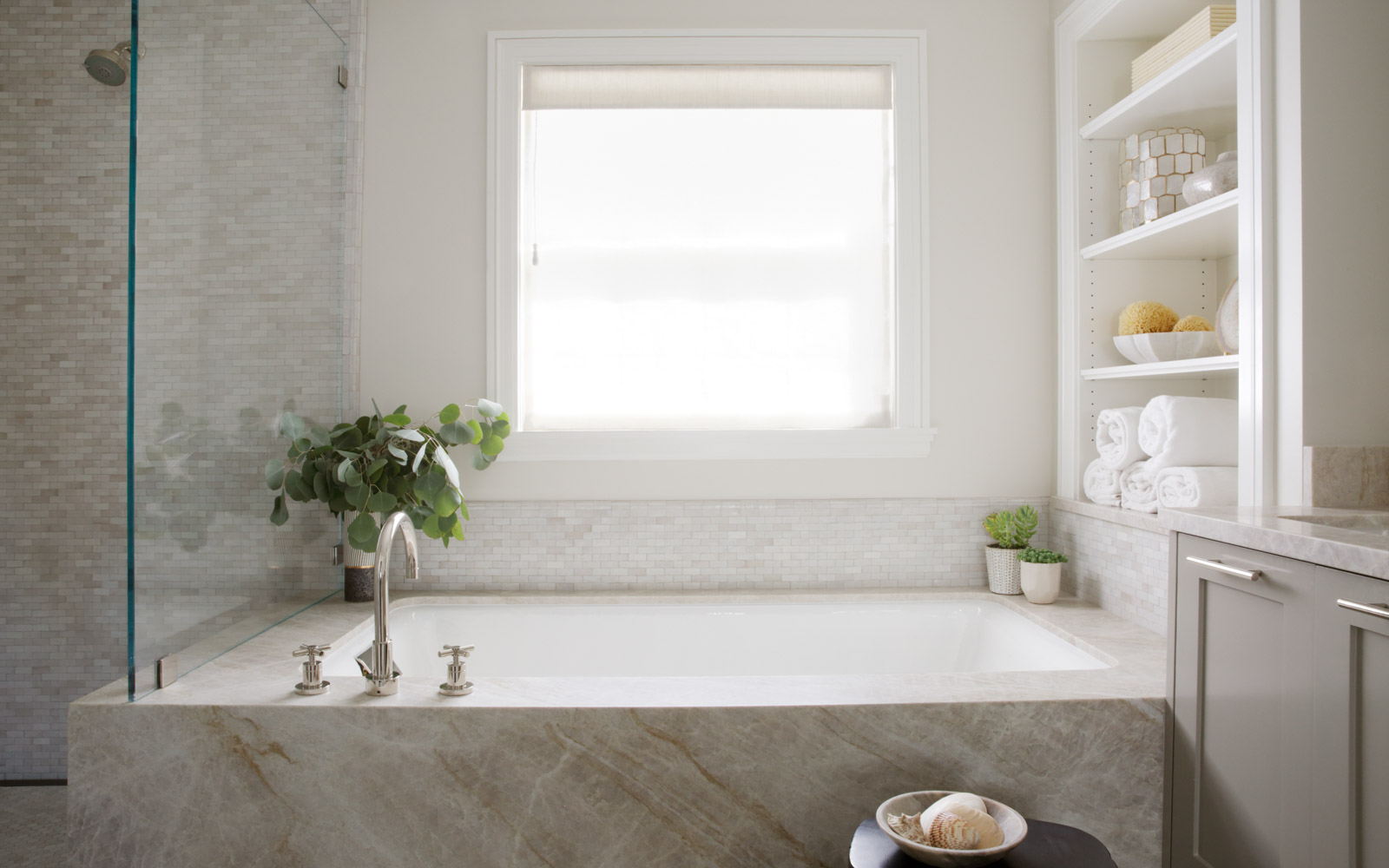 Taj Mahal stone bathtub surround